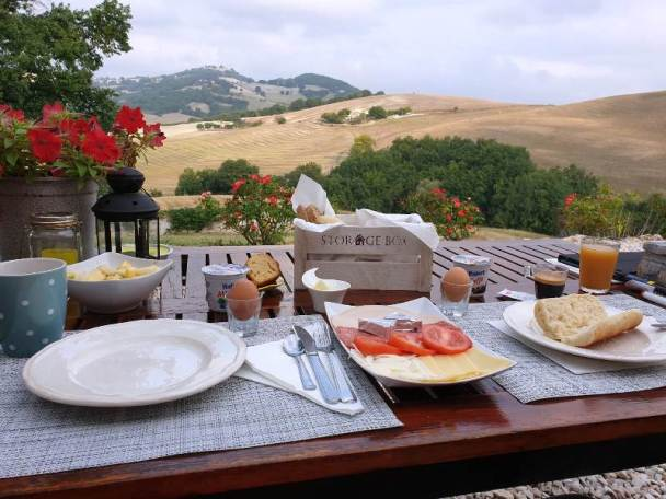het ontbijt op uw eigen terras
